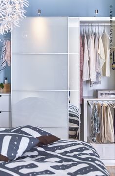 Een garderobekast die perfect past in je slaapkamer. Ontdek onze PAX opbergoplossingen in alle afmetingen, kleuren en stijlen. #IKEABE  A wardrobe that fits perfectly in your bedroom. Discover our PAX storage solutions in all sizes, styles and colors. #IKEABE