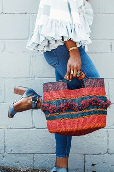 woven tote bag and ruffle top Selfies Poses, Mode Shoes, Summer Outfits, Cute Outfits, Black Girl Fashion, Mode Inspiration, Looks Cool, Fashion Outfits, Womens Fashion