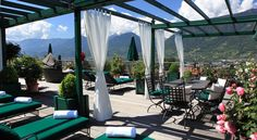 Hotel Pienzenau Am Schlosspark Merano Merano's Hotel Pienzenau offers a gourmet restaurant and a wellness area with an indoor swimming pool. The garden with gazebo is complete with a heated swimming pool. Free Wi-Fi is available in public areas.
