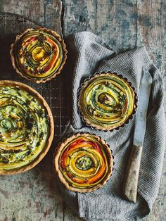 vegetarian tart / no recipe, but a beautiful way to arrange vegetables in a tart