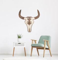 €49,95 #decoracion #madera #decoracionmadera #interiorismo #salon #casa #decorar #pared #bufalo Nuestro Mabui de búfalo puede decorar tu salón, habitación o salas más íntimas. Está fabricado artesanalmente en madera natural, revestida sobre fresno y acabado en un tono nogal. Decoración ideal para tu pared, para tu casa. Tableau Design, Decoration Design, Dining Chairs, Furniture, Home Decor, Home, Walnut Finish, Symbols Of Strength, Hardwood