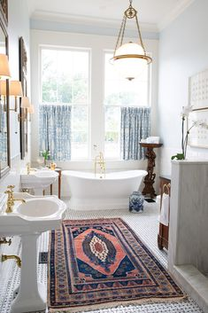 Victoria Magazine, Indian Rugs, Rug Store, Plantation Homes, Southern Homes, Beautiful Bathrooms, Clawfoot Bathtub, Best Interior, Beautiful Homes