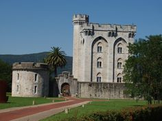 Os invitamos a pasear por el Castillo de Arteaga.  #historia #turismo  http://www.rutasconhistoria.es/loc/castillo-palacio-de-arteaga