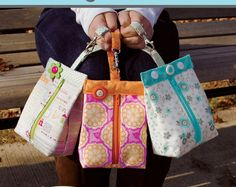If you love sewing, then chances are you have a few fabric scraps left over. You aren't going to always have the perfect amount of fabric for a project, after all. If you've often wondered what to do with all those loose fabric scraps, we've … Sewing Hacks, Sewing Tutorials, Sewing Crafts, Sewing Tips, Sewing Ideas, Bag Tutorials, Mochila Tutorial, Purse Tutorial, Diy Sac