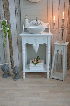 Guest bathroom in a country house style - Guest vanities - Style At Home, Country Style Homes, Kitchen Ornaments, Shabby Chic, Kitchen Lighting Fixtures, Home Fashion, Country Decor, Decoration, House Styles