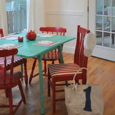 Table and chairs House of Turquoise: Paddles Table Turquoise, Turquoise Kitchen, House Of Turquoise, Red Turquoise, Turquoise Accents, Bright Painted Furniture, Painted Chairs, Wooden Chairs, Painted Tables