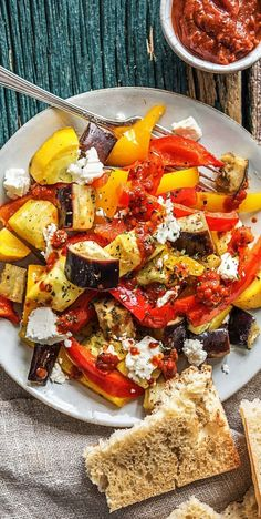 Rauchiges Ratatouille mit Hirtenkäse und Knoblauch-Bruschetta Smoked ratatouille with shepherds cheese and garlic bruschetta I Love Food, Good Food, Yummy Food, Polenta Recipes, Feta, Lunch To Go, Southern Recipes, Food Inspiration, Veggies