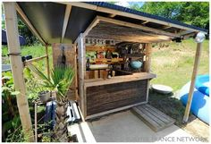 DIY How To Make a beach bar from discarded pallets tutorial instructions. More pallet patio, gardening, DIY furniture ideas and inspiration at http://pinterest.com/wineinajug/passion-for-pallets/ Garden, Back Yard, Man Cave, Bar, Restaurant, Shop, Winkel, Retail