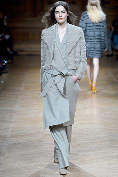 Christian Wijnants Fall 2013 Ready-to-Wear Fashion Show