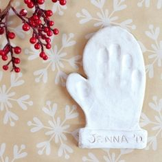 Create these simple, winter-themed keepsakes using air-dry clay. (via Land of Nod)