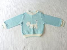 SALE Vintage sweatshirt, toddler 2T. Baby blue with a white cat / lioness / dog applique