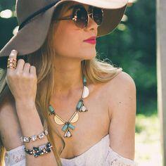 It looks like #SpringIsBack  www.REDQUEENJOYERIA.com #Jewelry #Mexico #RedQueenJoyeria #RedQueen #RQJ #Spring #Sunday #EnviosGratis #ShopOnline #Accessories #Collares #Pulseras #Complementos #Blogger #Fashion #Chic #Trendy #Style #Boho