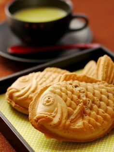 Japanese sweets, Taiyaki 鯛焼き I absolutely love this!!! I'm so glad I can find some in my city !!! =D