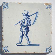Antieke tegel met een Boer ( Bijzondere  voorstelling )
