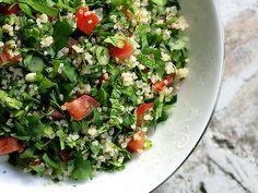 El tabule o tabbouleh es una ensalada de origen árabe que resulta deliciosa, además de ser un plato muy refrescante.
