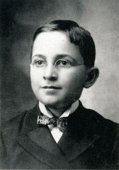 Harry Truman. www.pinkpillbox.com
