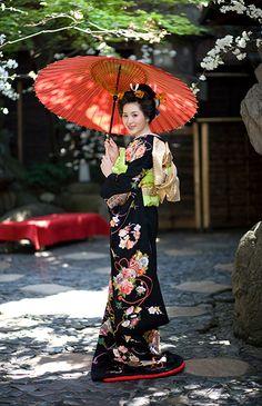 Contemporary uchikake (wedding over-robe)