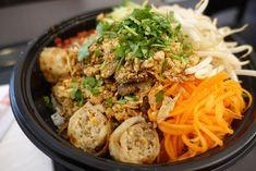 Pourquoi chercher pendant des heures ? Mike de Weekmee vous recommande les meilleurs restaurants asiatiques près de chez vous pour sortir selon vos envies ! Ethnic Recipes, Food, Chinese Restaurant, Top Restaurants, Going Out, The Hours, Fine Dining, Asian Restaurants, Meal