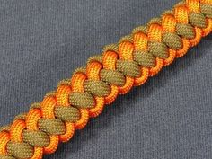 How to make a Two (2) Color Zipper Sinnet Paracord Bracelet (Paracord 101) - YouTube