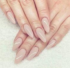 Olá amoras.....hj vim com uma super tendência as unhas stiletto, elas são caracterizadas por serem lixadas de forma diferen...