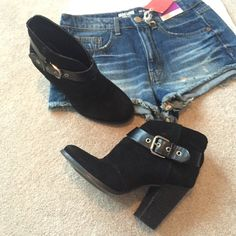 Jessica Simpson suede ankle booties Super cute Jessica Simpson ankle booties. Black suede, excellent used condition. Jessica Simpson Shoes Ankle Boots & Booties