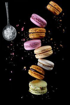 Macarons, Macaron Cookies, Macaron Recipe, Sweet Desserts, Sweet Recipes, Delicious Desserts, Yummy Food, Macaron Wallpaper, Food Wallpaper