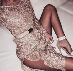 Party Dresses - Going Out Sequin & Red Dresses Glamouröse Outfits, Fashion Outfits, Womens Fashion, 90s Fashion, Gold Fashion, Fashion Ideas, Fashion Jewelry, Travel Fashion, Fashion Sandals