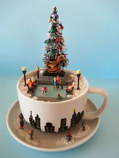 Christmas Scene in Teacup; Christmas Tree scenes 2019 Christmas Scene in Teacup DIY Ideas Sumcoco Centerpiece Christmas, Decoration Christmas, Diy Christmas Tree, Christmas Candles, Christmas Projects, Vintage Christmas, Christmas Time, Christmas Cupcakes, Teacup Crafts