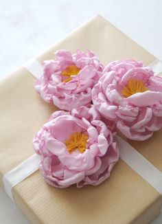 DIY: fabric peony flower accessories