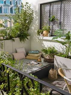 10 inspiring ideas to turn your balcony into a small piece of green - balcony decoration- 10 inspirierende Ideen, um Ihren Balkon zu einem kleinen Stück Grün zu machen – Balkondekoration 10 inspiring ideas to turn your balcony into a small … - Roof Terrace Design, Small Apartment Balcony Ideas, Terrace Design, Outdoor Decor, Modern Garden, Apartment Decor, Small Balcony Decor, Outdoor Retreat, Small Apartments