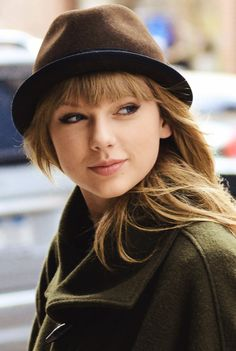 Believe it or not, celebrities sometimes have bad hair days too! But you can keep them to a minimum with our favorite products and by rocking a hat like Taylor! Taylor Swift Music, Taylor Swift Style, Taylor Alison Swift, Swift 3, Katy Perry, One & Only, Believe, Taylor Swift Pictures, Hat Hairstyles