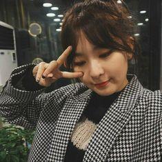 Chubby cheeks so cute Kpop Girl Groups, Korean Girl Groups, Kpop Girls, Red Velvet Seulgi, Red Velvet Irene, Sooyoung, John Lennon, Kang Seulgi, Kim Yerim