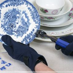 Cut the china plate into mosaic tiles with nippers or wheel cutters.