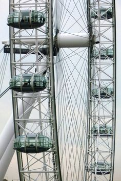 vaacuum:    The London Eye, designed and constructed by Marks Barfield Architects.