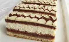 Jednoduché řezy plněné tvarohem. Světlý plát těsta, kakaový plát těsta, tvarohová nádivka a znovu kakaový plát těsta. Vrch polijeme bílou čokoládou a ozdobíme tmavou čokoládou. Mňamka! Hungarian Desserts, Hungarian Cake, Hungarian Recipes, Cold Desserts, Delicious Desserts, Yummy Food, Ital Food, Cookie Recipes, Dessert Recipes