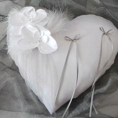 Coussin coeur porte alliances ,mariage, blanc(ou ivoire)et gris