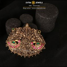 Overstate by wearing this traditional yellow gold pendant studded with real stones in floral, Mayur design. Antique Jewellery Designs, Gold Earrings Designs, Gold Jewellery Design, Antique Jewelry, Antique Necklace, Necklace Designs, Antique Gold, Gold Chain With Pendant, Gold Pendants