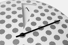 Sabrina Fossi FreakishCLOCK dots kopen? Originele designklok met unieke wijzerplaat