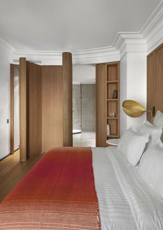 One of the most remarkable contemporary interior design projects by François Champsaur was the renovation of the Hôtel Vernet in Paris. Contemporary Interior Design, Contemporary Bedroom, Casa Milano, Paris Design, Interior Design Magazine, Hotel Interiors, Top Interior Designers, Design Hotel, Diy Bedroom Decor