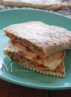 Gozleme à la viande épicée : Crêpes turques Gozleme, Middle East Food, Ramadan Recipes, Eastern Cuisine, Iftar, Turkish Recipes, Arabic Food, Quesadilla, Sandwiches