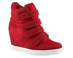 Inspiración sporty: los sneakers más chic para un look urbano Sneakers de plataforma en rojo, de ALDO.
