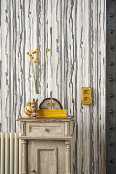 Striking Cole and Sons Strand wallpaper design.