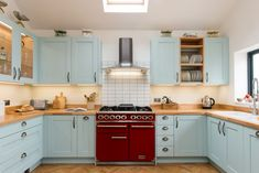 An overview of upstands, tiles and splashbacks with lots of ideas from our gallery. Tips and advice to help you plan your new kitchen. Kitchen Splashback Tiles, Kitchen Cabinets, Kitchen Layouts, Sheffield, Kitchen Styling, Decoration, New Kitchen, Cool Kitchens, Camper