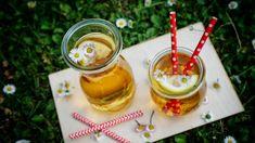 Domácí sirupy jsou vhodnou alternativou pro ty, kteří rádi pijí slazené šťávy. Doma snadno pohlídáte kvalitu použitých surovin i množství cukru. Honey, Pudding, Desserts, Food, Syrup, Tailgate Desserts, Deserts, Custard Pudding, Essen