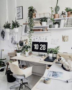"""616 curtidas, 4 comentários - DIY Home  (@diyhomebr) no Instagram: """"Home Office escandinavo cercado por plantas e cheio de inspirações que você pode reproduzir no seu.…"""" #HomeOfficeFurniture"""
