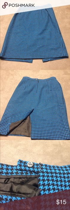 Liz Claiborne Black & Blue Herringbone Skirt Fantastic wool pencil skirt perfect for the fall rather. Slit in the back with clasp and button closure. Size 12. Liz Claiborne Skirts Midi