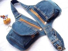 Estou aqui para dizer que AMO Jeans ! Tanto, mais tanto que fi… Hey girls! I am here to say that I LOVE Jeans! So much, so much so that I made a collection inspired by it! I named the pieces with the name of … Amo Jeans, Love Jeans, Jeans Denim, Jean Purses, Denim Purse, Denim Ideas, Denim Crafts, Recycled Denim, Fabric Bags