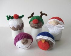 Christmas Baubles - Knitting Patterns at Makerist Knitted Christmas Decorations, Christmas Baubles, Handmade Christmas, Christmas Crafts, Christmas Ideas, Christmas Stuff, Frugal Christmas, Christmas Bags, Crochet Christmas