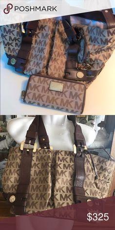 MK purse and wallet.  Excellent condition. 👜👜Excellent Condition Genuine purse and matching wallet. MICHAEL Michael Kors Bags Shoulder Bags