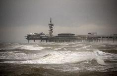 Pier van Scheveningen in de storm